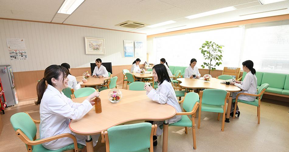休憩室(ローズルーム)職場風景